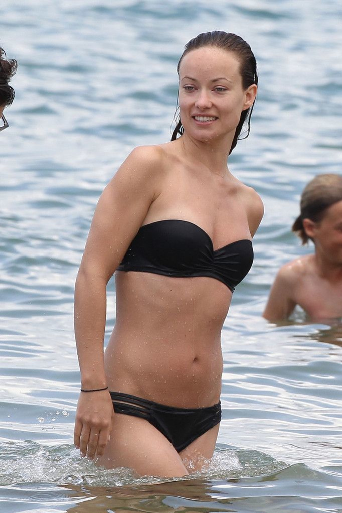 Оливия Уайлд в купальнике-бандо отдыхает на Гавайях