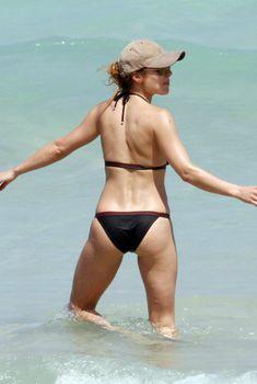Эльза Патаки в черном купальнике в Майами
