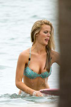 У Бруклин Деккер сполз купальник на съемках в Майами