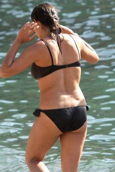 Розарио Доусон в черном бикини в Италии