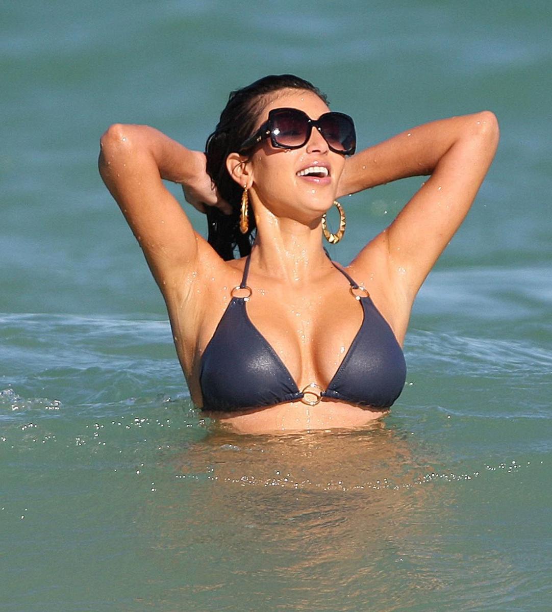 Пляжный отдых Ким Кардашьян на побережье Майами