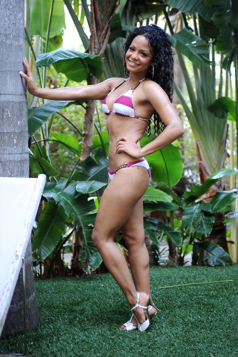 Кристина Милиан в полосатом купальнике в Майами
