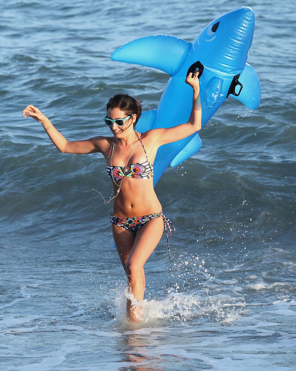 Фото девушки на пляжах малибу
