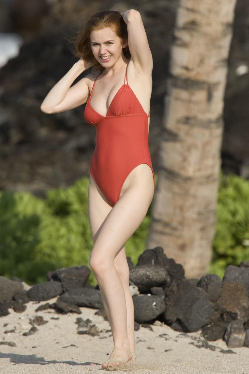 Айла Фишер в красном купальнике развлекается на Гавайях