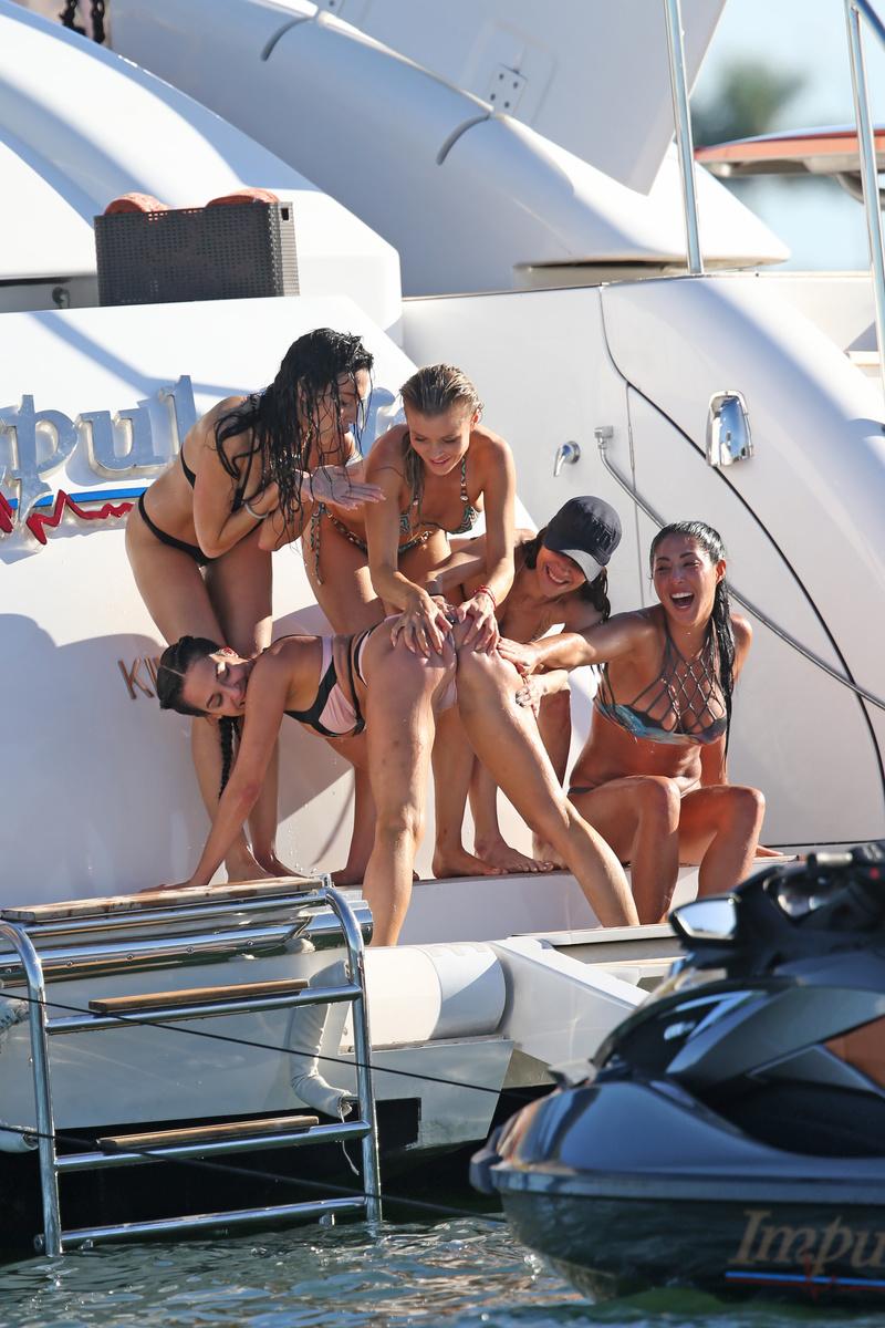 Секс на яхте от души 81