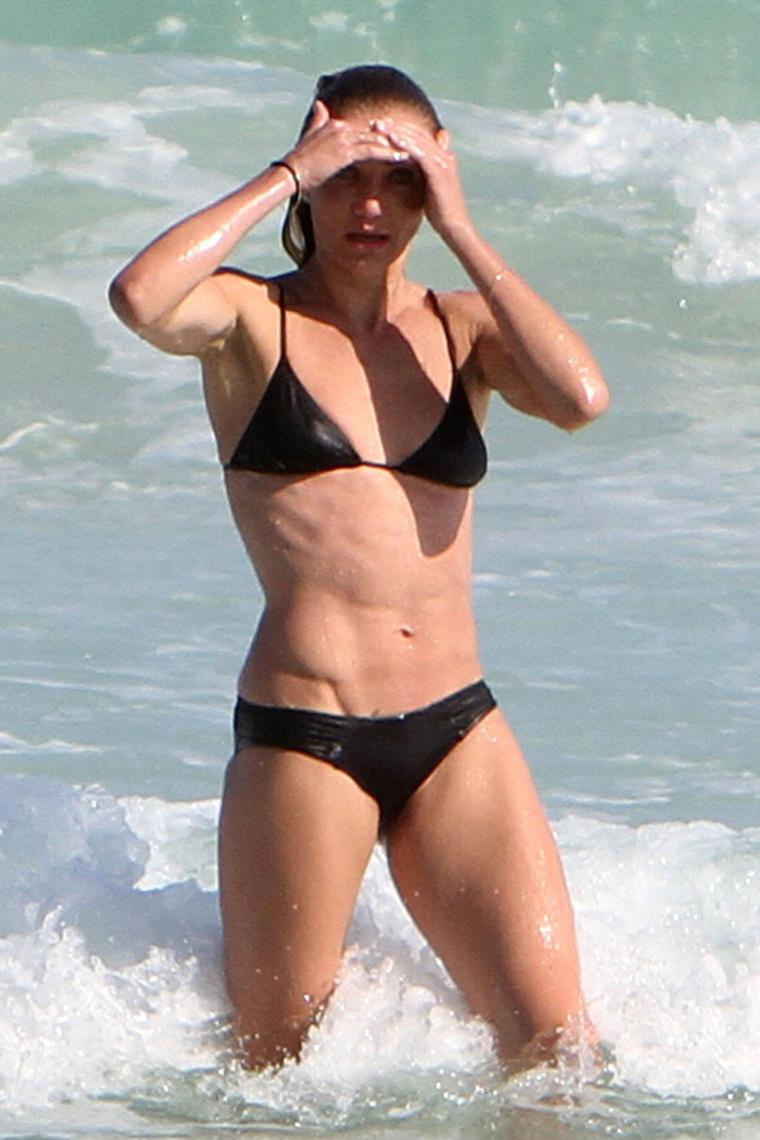 Камерон Диаз в черном купальнике в Майами