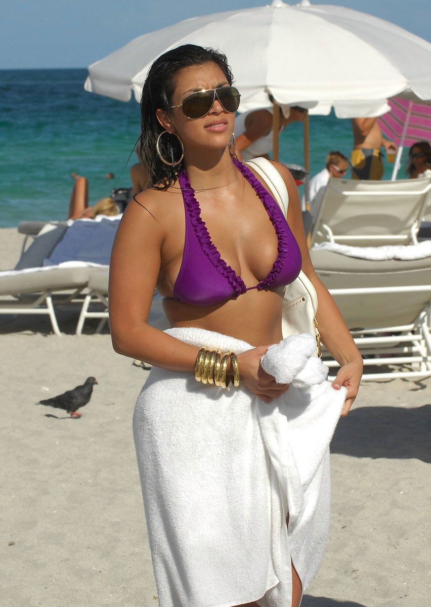 Яркая Ким Кардашьян на пляже Майами (2007)