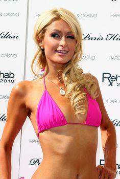 Пэрис Хилтон в розовом бикини в Лас-Вегасе
