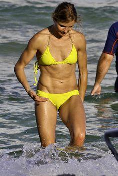 Камерон Диаз в желтом купальнике в Майами