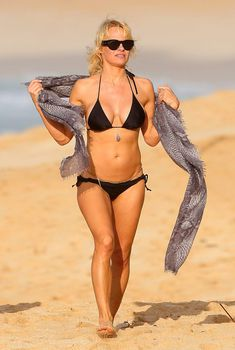 Памела Андерсон гуляет на Гавайях