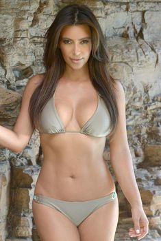 Ким Кардашьян в бикини-фотосессии